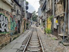 Улица с поездом